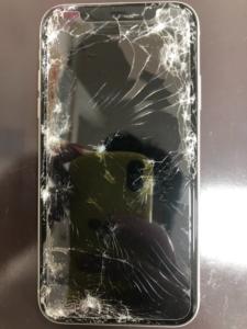 車の下敷きになったiPhone11