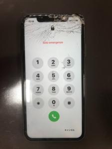 画面の右上からひび割れが発生iPhone11