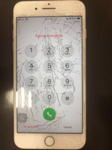 画面割れの酷いiPhone7plus