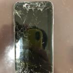 iPhone6sの画面が割れてしまい内部がむき出し!小さなゴミや水による被害が…!?